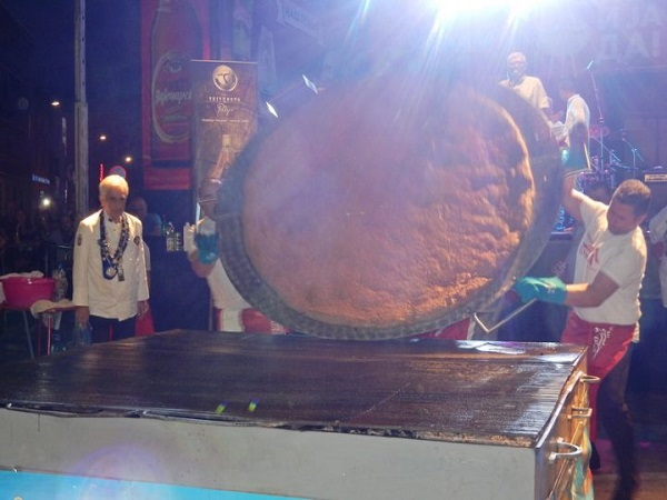 Нови рекорд пљескавица од 65 кг