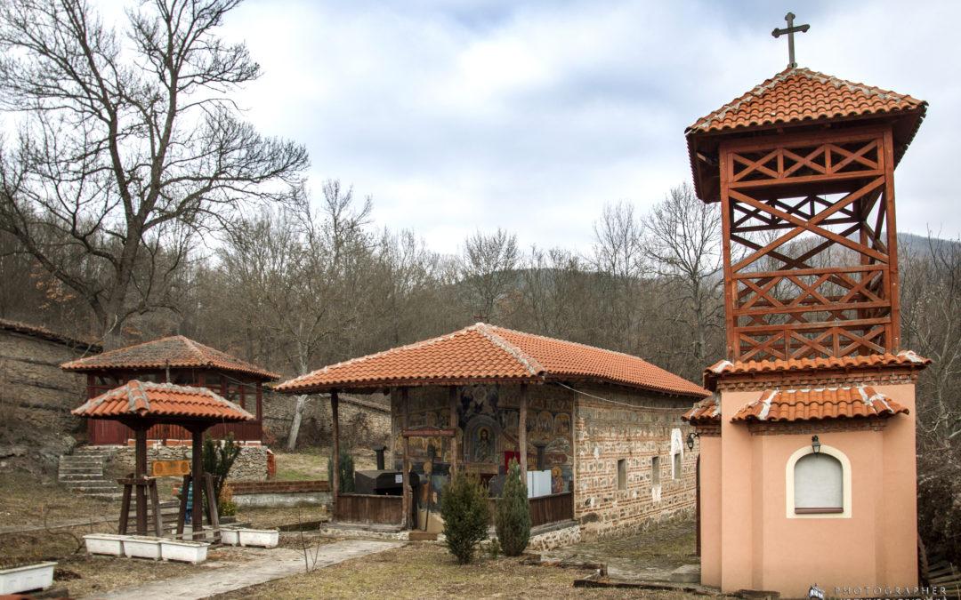 Јашуњски манастири